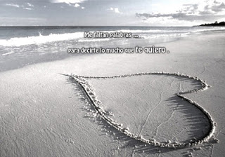 Un corazon en la playa romantico