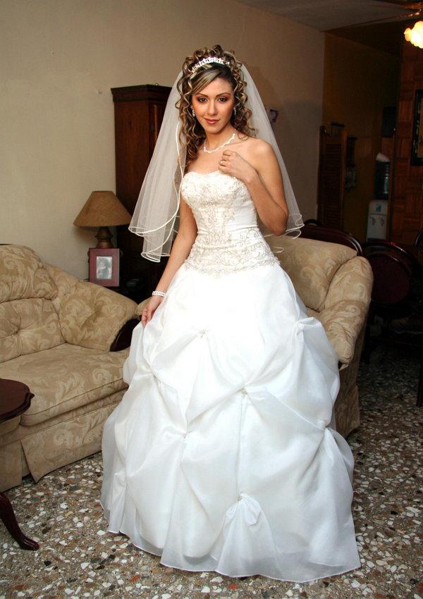 ayudar-a-tu-novia-encontrar-su-vestido-de-boda